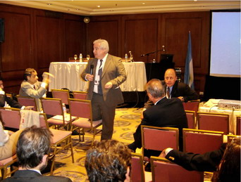 Dr. Sergio Lucino presidiendo la Asamblea
