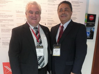 Dr. Sergio Lucino junto al Presidente del Congreso Dr. Jaime Madrid Jaramillo