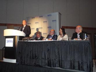 Fig. 3: Conferencia del Dr. Segio Moguillansky en la Sesión del CIR en Español