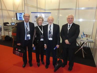 Doctor Carlos Quiroga Mayor junto a su esposa Nora, Doctor Sergio Moguillansky y Doctor Sergio Lucino en el Stand de FAARDIT