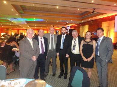 Presidentes del Congreso y del CIR junto a miembros de FAARDIT en la cena para Profesores JPR 2014
