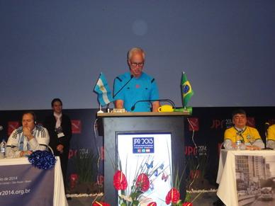 El árbitro del Match desafío, Doctor George Bisset III, de la RSNA